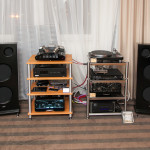 EGG-SHELL TANQ valve amplifier with CIARRY loadspeakers